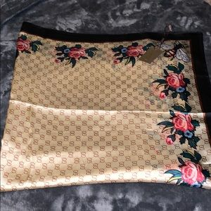 100% SILK GUCCI LARGE SCARF 100% AUTHENTIC